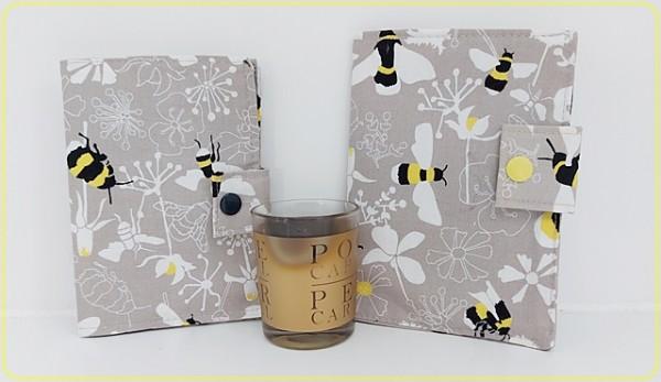Impfpasshülle mit Bienen und Uni Stoff grau