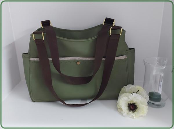 Kleiner Shopper grünes Kunstleder und weiße Pusteblumen