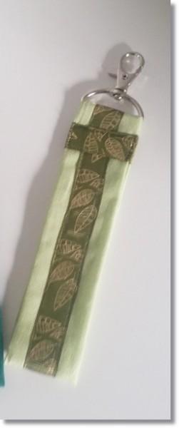 Schlüsselanhänger Hellgrün mit Blätterborte