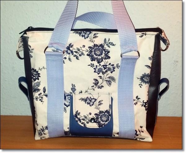 Tasche Weiß mit blauen Blüten und Blätter