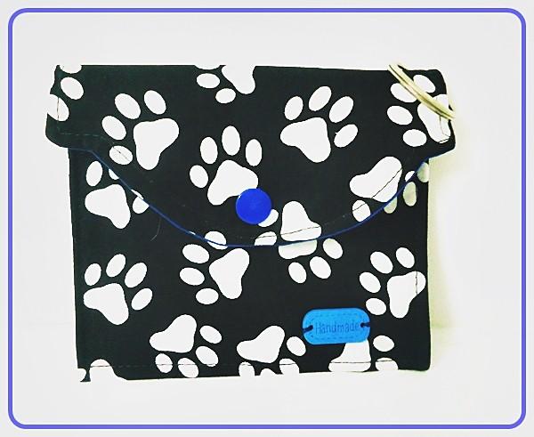 Multitäschchen Schwarz mit weißen Pfötchen und Blauen Unistoff
