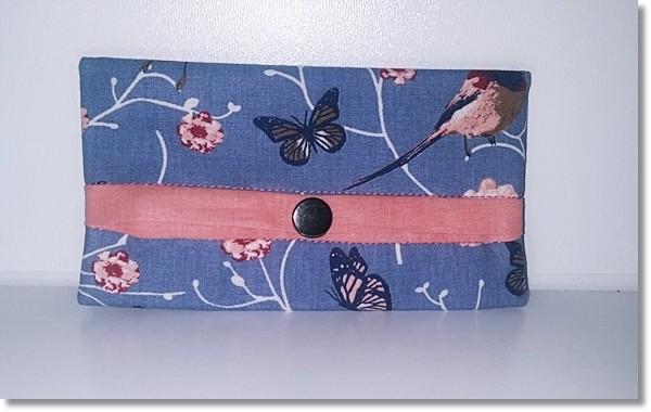 Taschentüchertasche in Graublau mit Vögel und Blüten