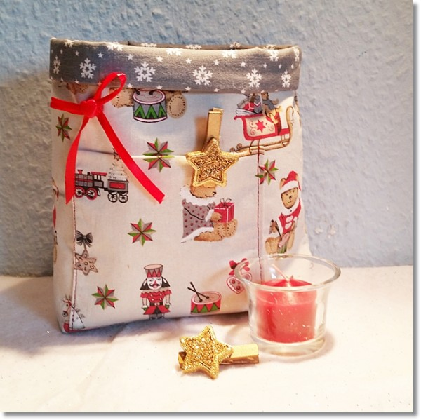 Weihnachtsutensilo mit grauen Sterneninnenfutter