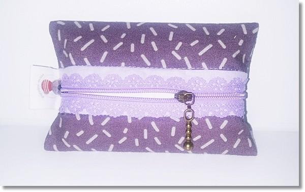 Taschentüchertasche in Flieder / Lila mit lila Spitzenreißverschluss