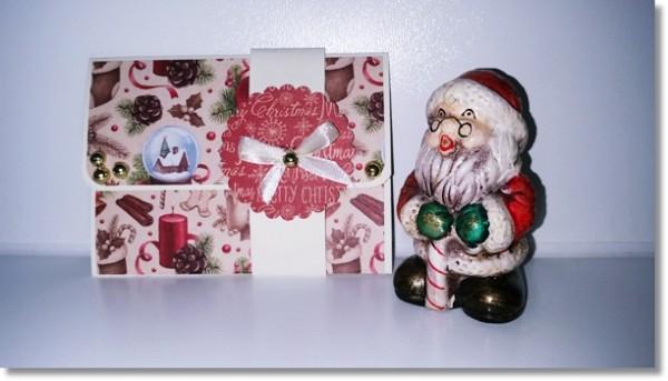 Kleine Gutscheinkarte in elfenbeinfarbenen Cardstock und weihnachtlichen Motiven