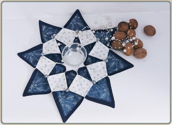 Weihnachtlicher Tischkranz mit Silbernen Organza und blauen Unistoff