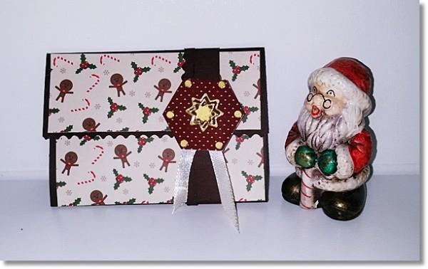 Kleine Gutscheinkarte in schokobraunen Cardstock und Lebkuchenfiguren, Zuckerstange und Co.