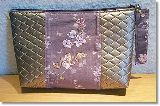 Schminktasche Flieder Blumen und silbernen Kunstleder mit Rauten