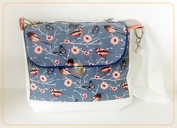 Tasche Alexa mit weißem Kunstleder und Vögel / Blumenmotive