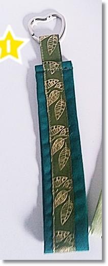 Schlüsselanhänger Dunkelgrün mit Blätterborte