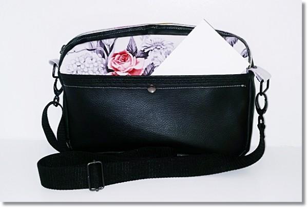 Umhängetasche Romantische Rosen mit schwarzem Kunstleder